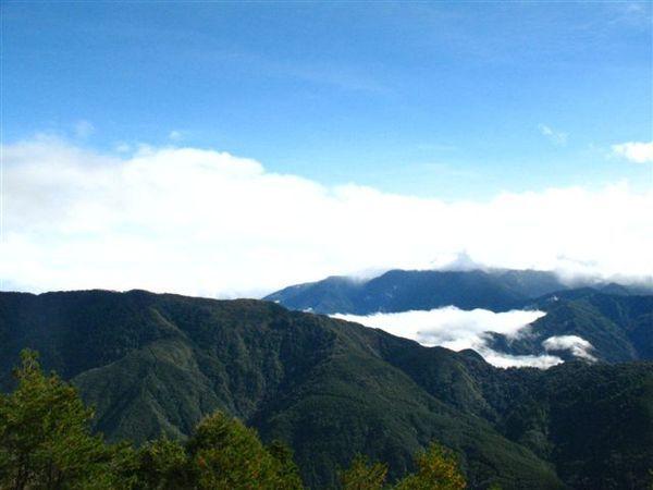 20071124_ 厚厚的雲層下是宜蘭市