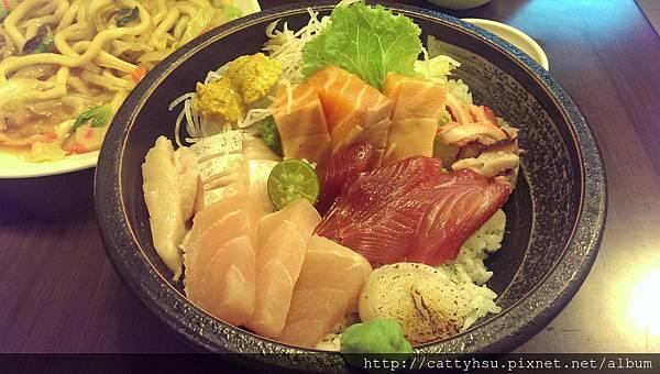 豪華生魚片蓋飯$380