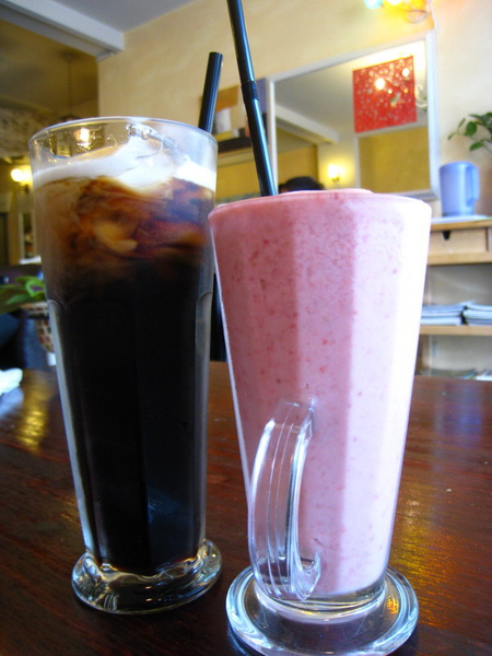 IMG_0650_公寓咖啡館-冰咖啡及優酪果汁.jpg