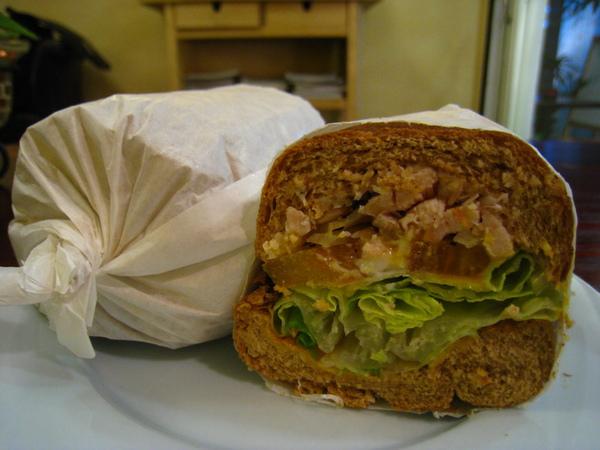 IMG_0760_公寓咖啡館-燻雞潛艇堡.JPG