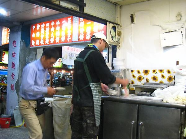 IMG_8112 維倫麵食館在汀洲路上_resize.JPG