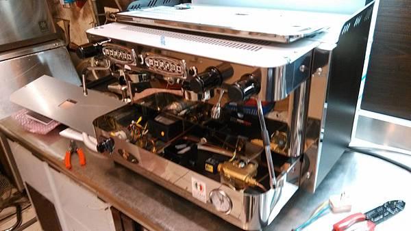 8B Firenze 雙孔咖啡機裝機