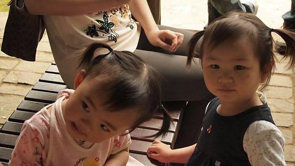 兩個辮子妹