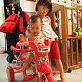 騎三輪車,姐姐會保護我