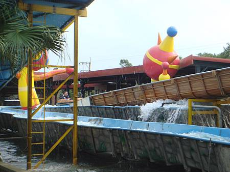 瘋狂急流~又是一項刺激滑水體驗