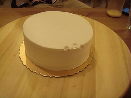 蛋糕一上桌,就被印了3個手指頭