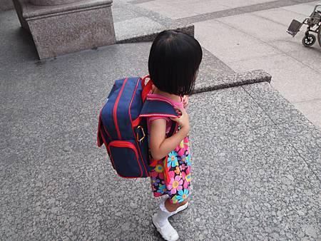 上學第一天~背起書包