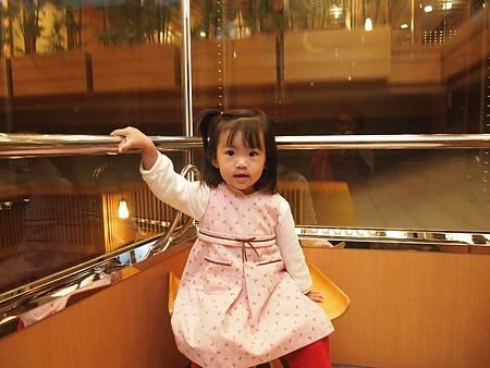 難得淑女~電梯裡居然有椅子