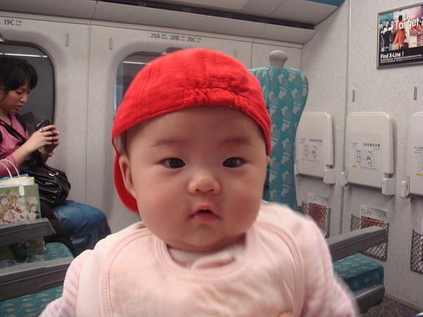 阿公送我的帥氣紅帽帽