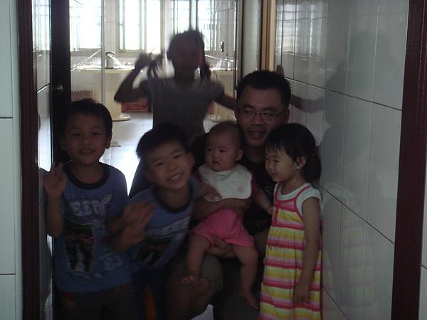 與小葳同輩的哥哥姊姊們