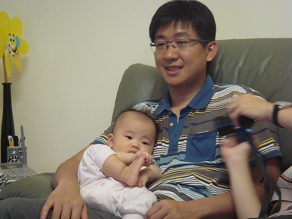 我喜歡給錦棠叔叔抱抱
