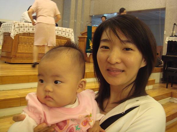 小阿姨看起來依舊年輕貌美