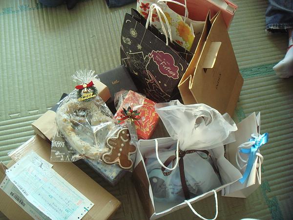 2010交換禮物堆~共12件禮物