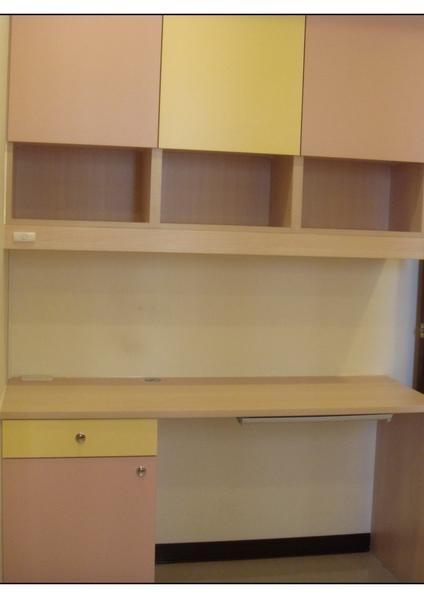新書桌與吊櫃