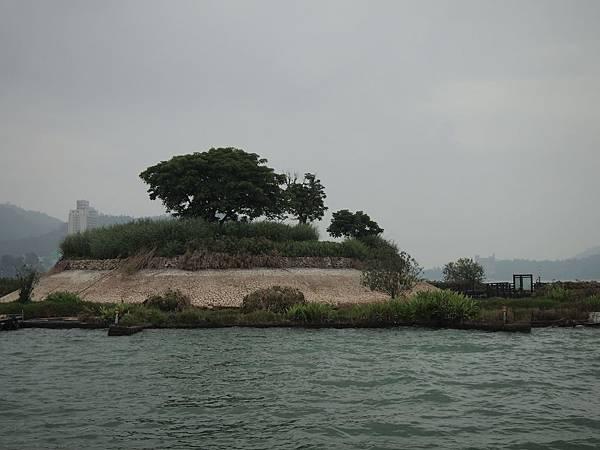 震壞修復的光華島已經禁止上岸了