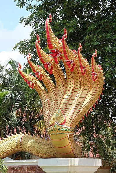 Thailand-2011-July-5-Seven-Headed-Naga-at-Wat-Pho-Chai.jpg