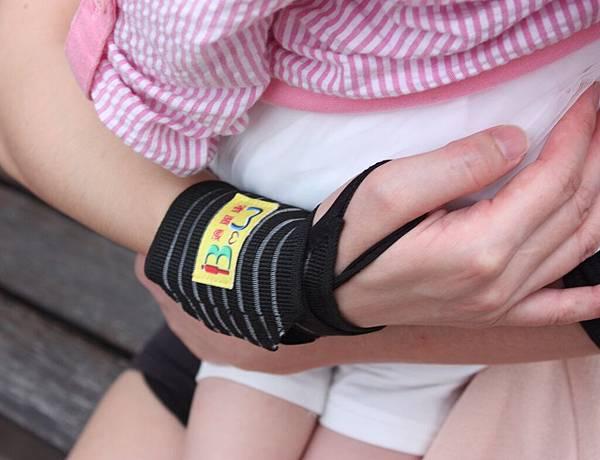 黑色透氣護腕 單件售價150元