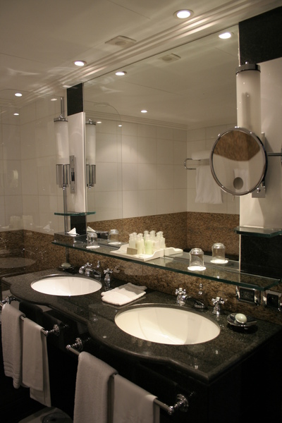 Plaza Athenee suite - bathroom (1).JPG