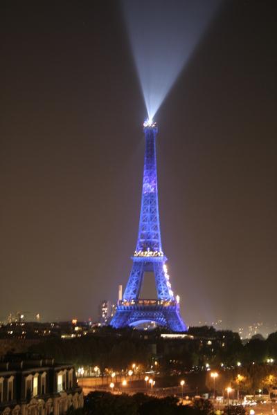 晚上從房間看鐵塔- 好美喔.JPG
