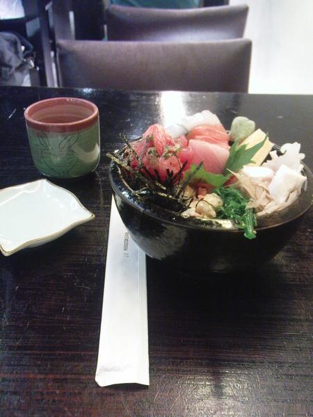 綜合生魚片丼