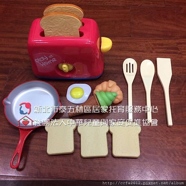 T1-35 扮家家酒-早餐系列  麵包機 平底鍋組及餐具2.jpg