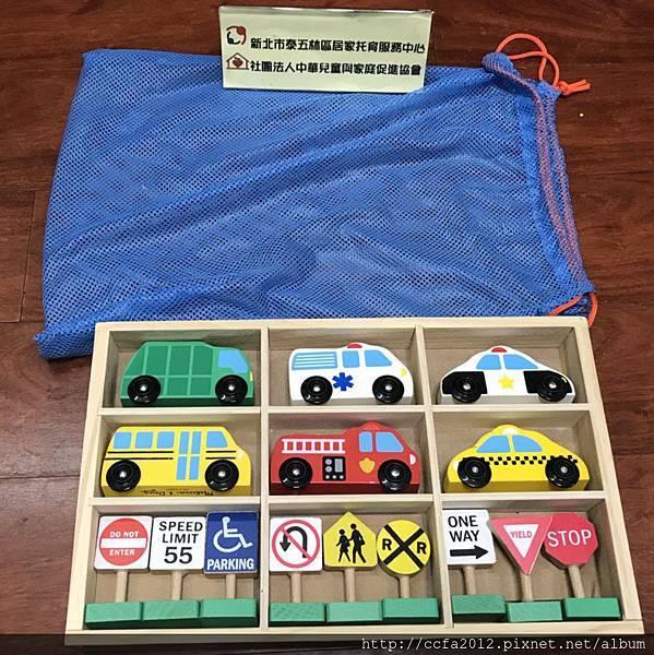 T4-32 木製交通號誌汽車玩具組.jpg