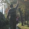 Ian剛好舉手拍葉子