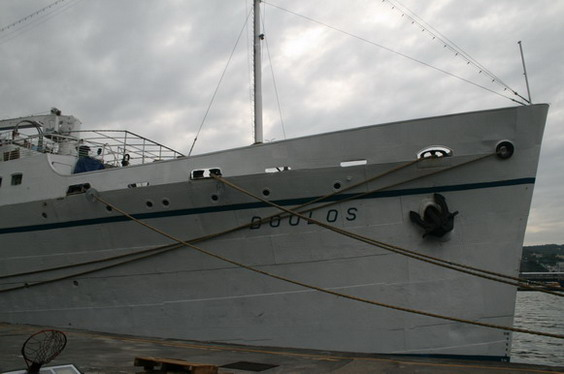 船頭寫著名字Doulos