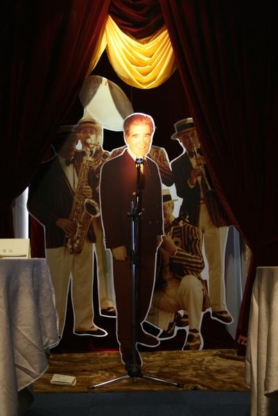 海上餐廳駐唱歌手