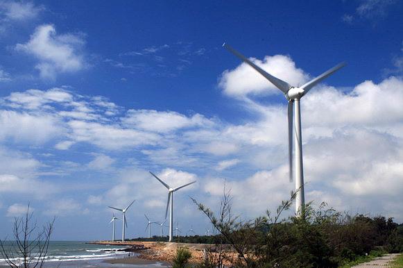 遠處的風力發電風車