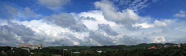 遠方壯觀的雲