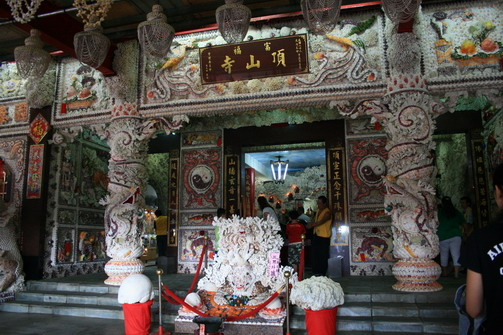 貝殼廟門口