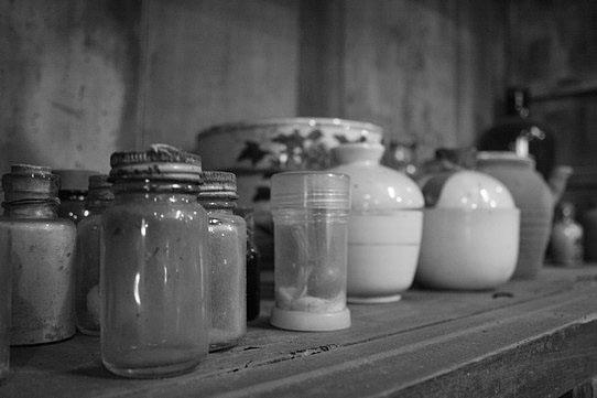古早藥房裡的藥罐子