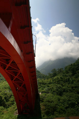 在砂卡噹步道看那座橋