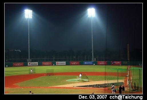 晚上的台中洲際球場