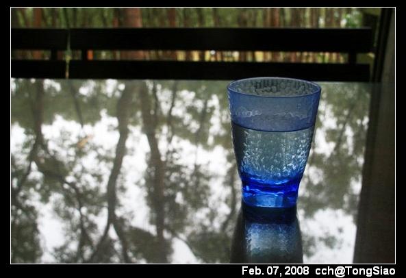 我喜歡藍色透明的杯子