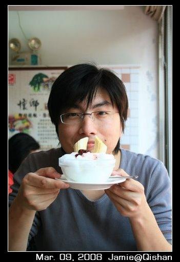 Ian跟他的香蕉冰,俺姐說Ian這張很像日本人