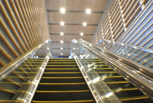 連手扶梯都這麼美