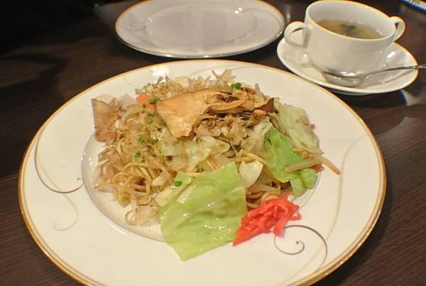 狼吞虎嚥之午晚餐-炒麵