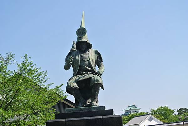 為了拍遠遠的名古屋城