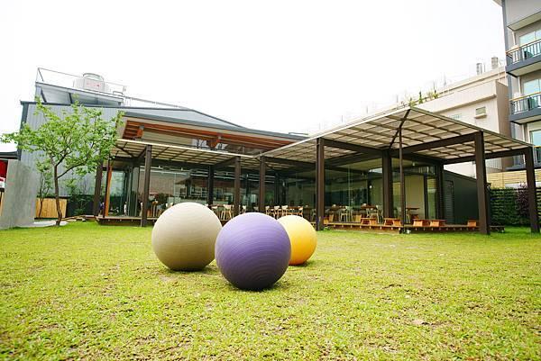 ▌親子餐廳▐ 都市叢林中的小綠地 ~ Living House 生活空間餐廳