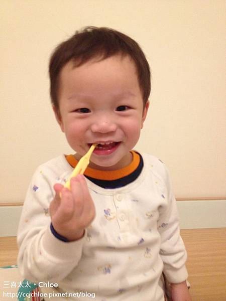 ▌1Y8M▐ 鋒哥刷牙篇 ~ 啪兔