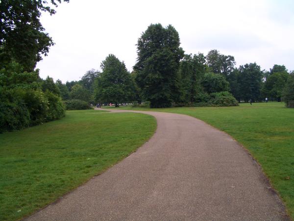 寬廣的Kensington Gardens(肯辛頓公園)