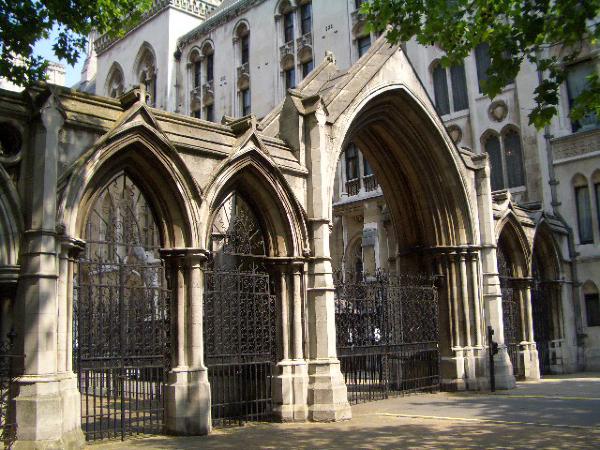不知名的教堂門口