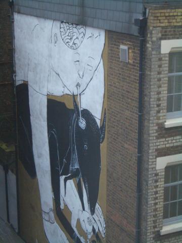 房內看出去的小巷內的壁畫...好有個性^^