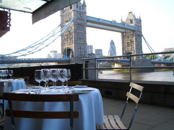 這個餐廳的賣點應該是可以欣賞到眼前的Tower Bridge