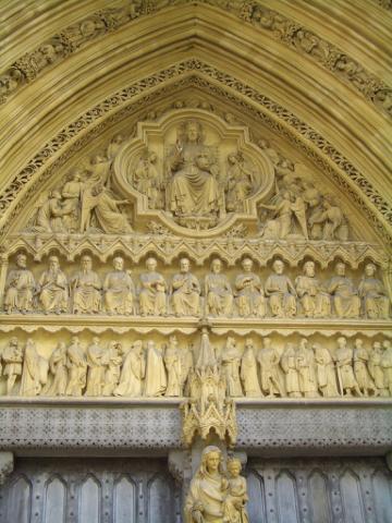 西敏寺大門上方的雕刻