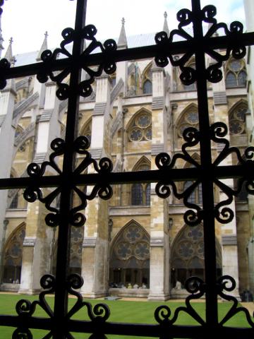 連鐵窗都很有藝術氣質