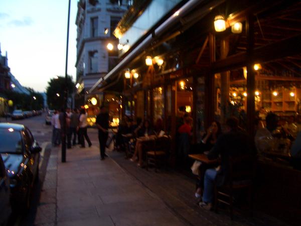 星期二晚上,Hotel附近的啤酒屋人聲鼎沸