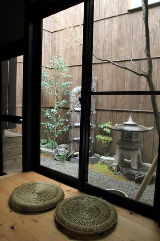 洗澡間外的小小日式庭院